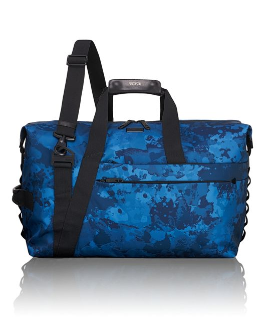 Sonoma Day Duffel in Deep Ocean Print