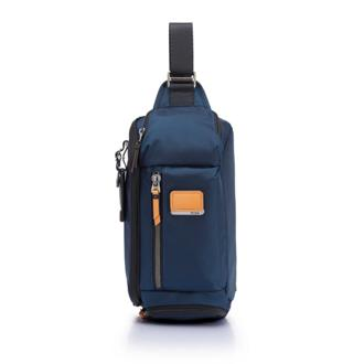 KELLEY SLING NAVY - medium | Tumi Thailand