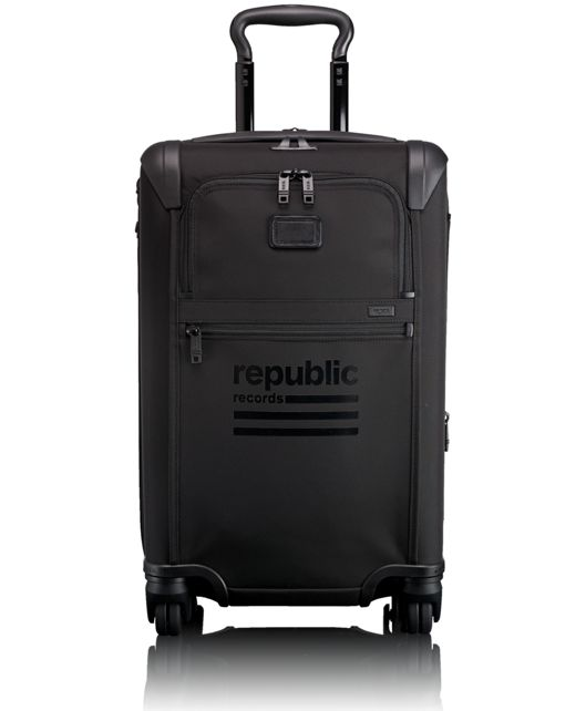 International Expandable 4 Wheeled Carry-On in Black