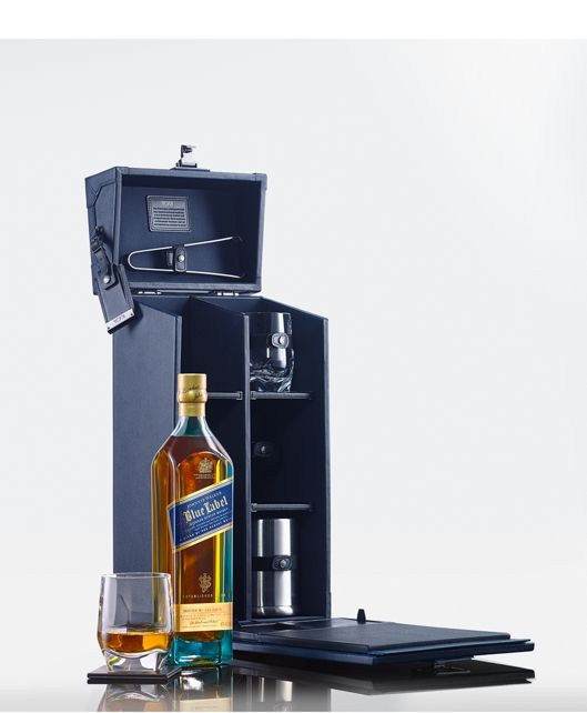 Johnnie Walker Tasting Kit in Navy