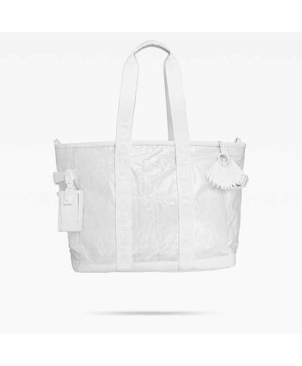 Tote in White